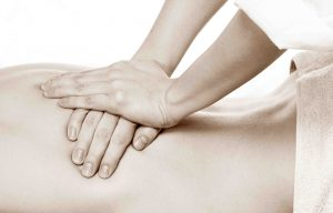 osteopata massaggio schiena